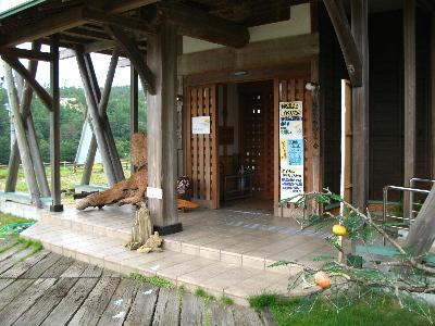 鳴き砂文化会館の玄関