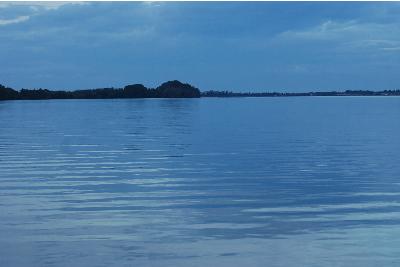 穏やかな久美浜湾1.jpg